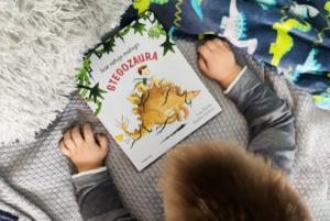 Ivar ratuje małego stegozaura – LisaBjärbo