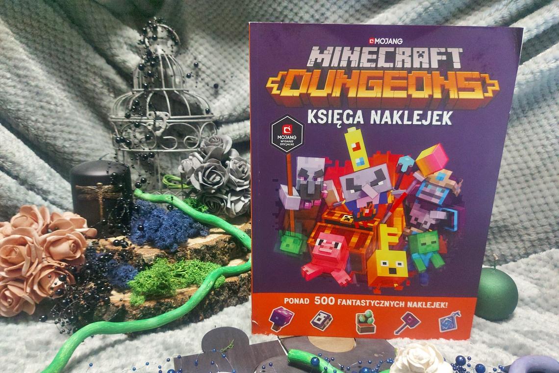 Minecraft Dungeons. Księga naklejek